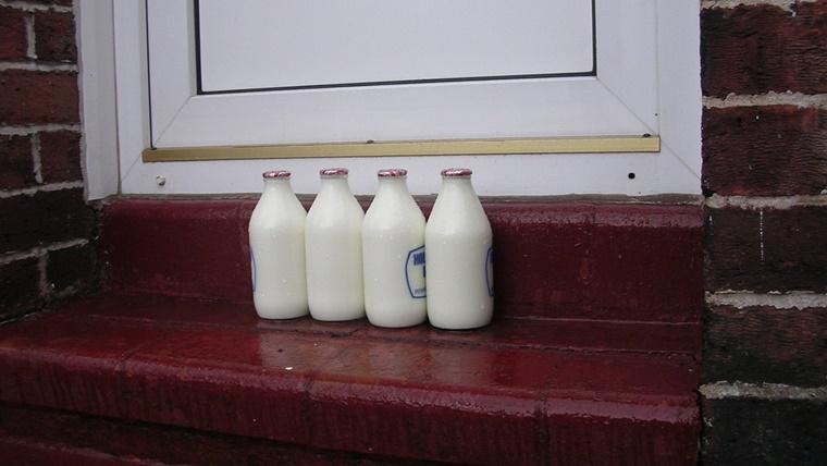 重たい牛乳パックでも自宅にいながら受け取ることができる!